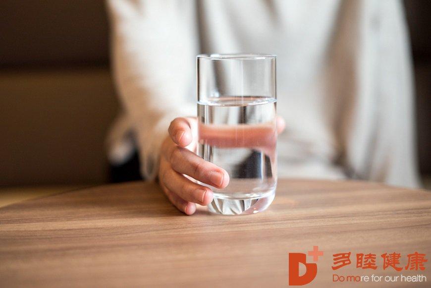 日本干细胞-喝水不一定好,会伤肾变胖!