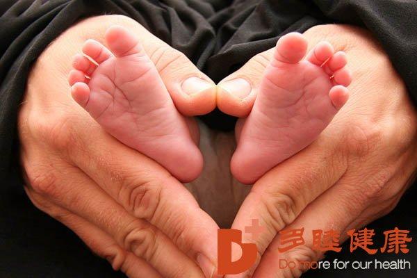 47岁薛妈妈向我们发送宝宝满月贴